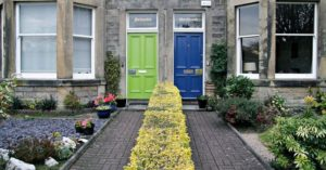 dom-przy-ulicy